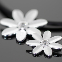 Flower pendant in silver with zirconia