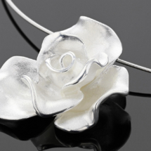 Silver and gold jewellery for the modern woman