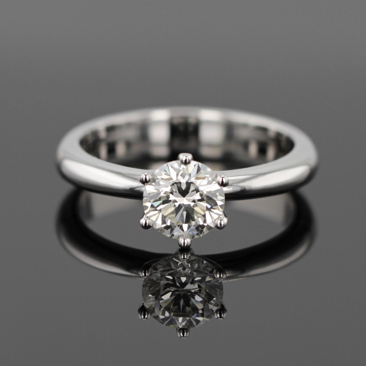 Solitaire engagement ring Mauritius