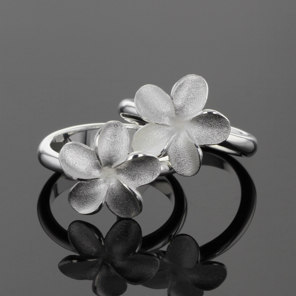Frangipani rings from the Mauritius collection