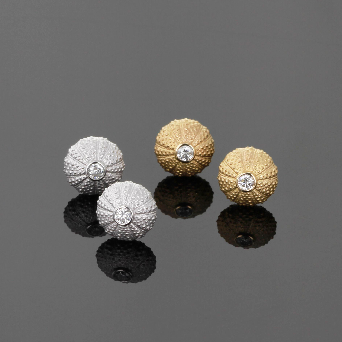 Sea urchin earrings in gold